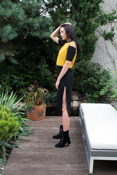 Czarno miodowa sukienka z kapturem