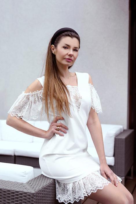 Elegancka biała sukienka