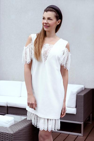 Elegancka biała sukienka z koronką