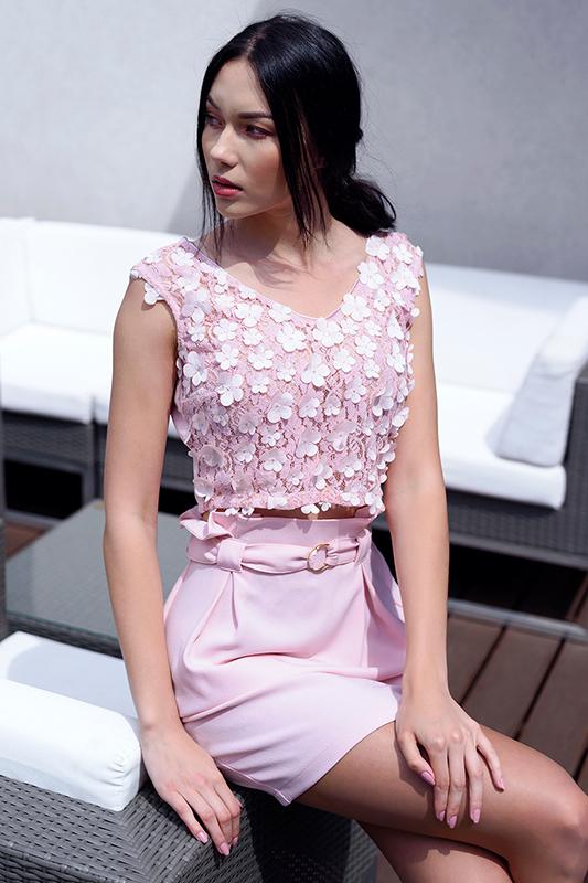 Różowa spódniczka z paskiem