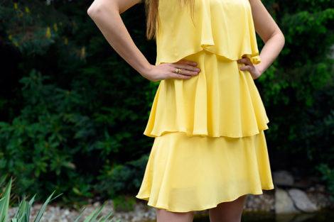 Zwiewna żółta sukienka